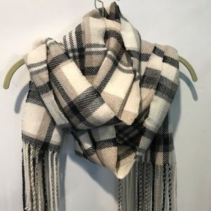 Banana Republic Accessories - Banana republic plaid scarf
